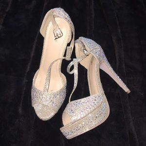 NWT Blinged out beautiful Heels!! ❤️❤️